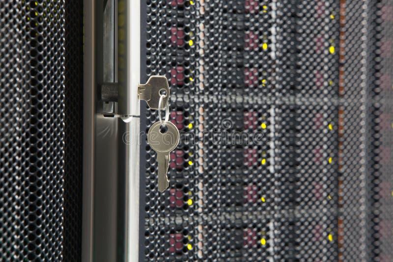 Llave del estante del servidor fotografía de archivo libre de regalías