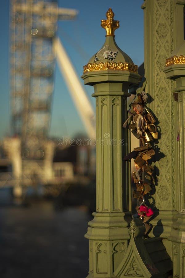 Llaves con el ojo de Londres imágenes de archivo libres de regalías