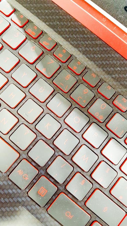 Llaves de teclado de la luz roja del contraluz del ordenador portátil fotografía de archivo libre de regalías