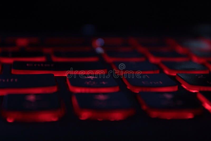 Llaves de teclado rojas del ordenador portátil del LED que brillan intensamente fotos de archivo libres de regalías