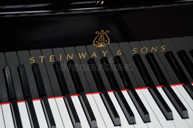 Llaves del piano de cola de Steinway fotografía de archivo