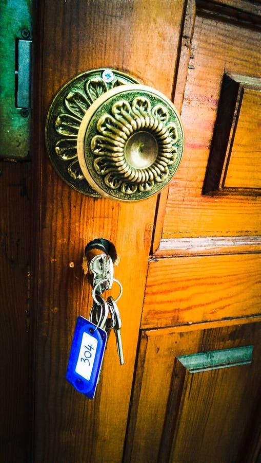 Llaves en la puerta imagen de archivo