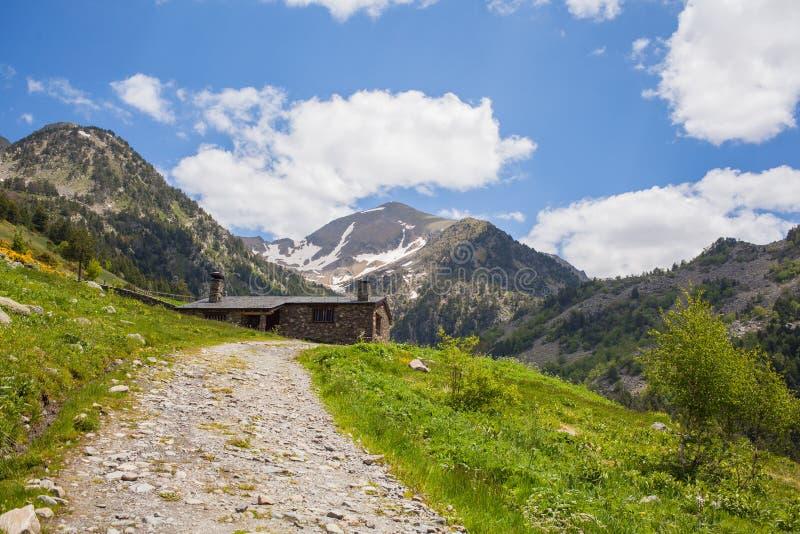 Llegada al refugio Andorra de Borda de Sorteny fotos de archivo libres de regalías