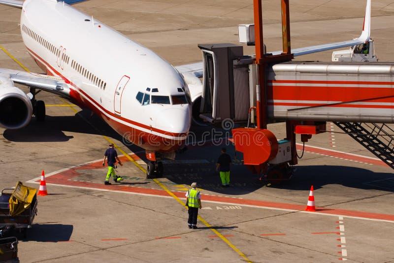 Llegada del aeroplano fotos de archivo libres de regalías