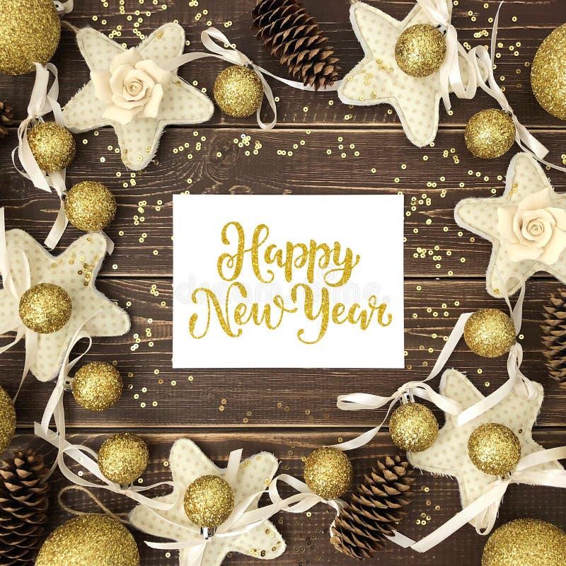 Llegadas, conos, esferas del oro Nuevo Year& x27; textura de s foto de archivo