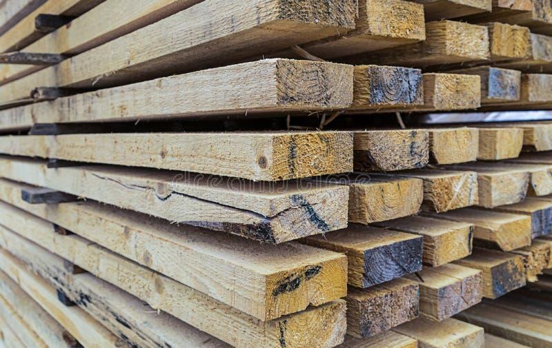 Llene el secado amplio de los tableros de los materiales de construcción con una opinión de perspectiva de muchos haces foto de archivo libre de regalías