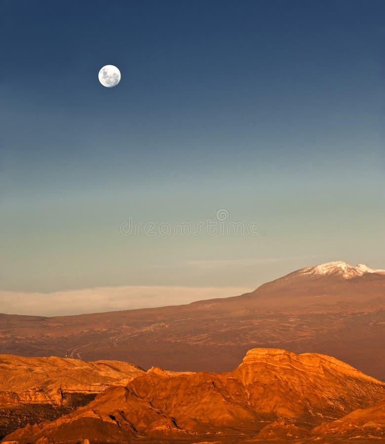 Lleno-luna en el valle de la luna, Atacama, Chile foto de archivo libre de regalías