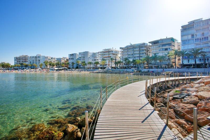 Llevant海滩,西班牙 萨洛角是太阳和海滩的一个主要目的地欧洲旅游业的 免版税库存照片