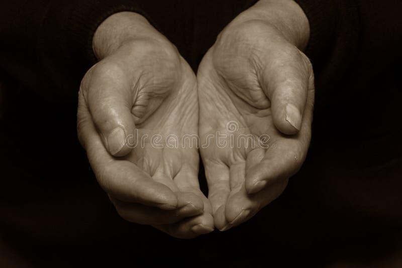 Llevar a cabo a las viejas manos libre illustration