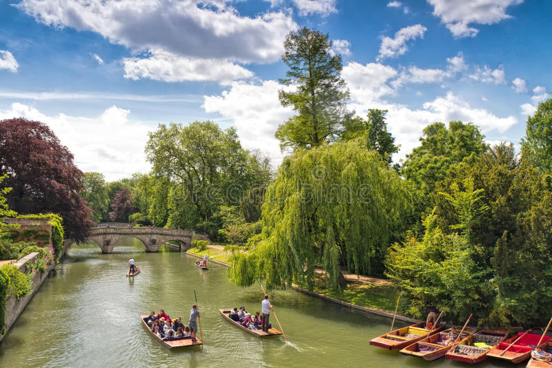 Llevar en batea los canales Cambridge Inglaterra imagen de archivo