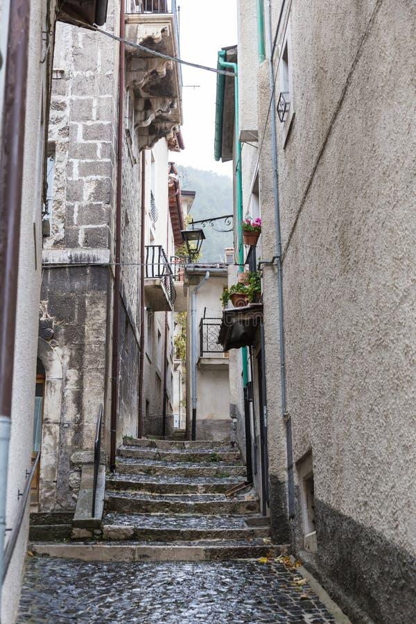 Lleve el centro del pueblo, Villetta Barrea, Abruzos, AIE fotografía de archivo