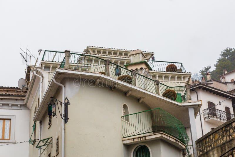 Lleve el centro del pueblo, Villetta Barrea, Abruzos, AIE imagen de archivo
