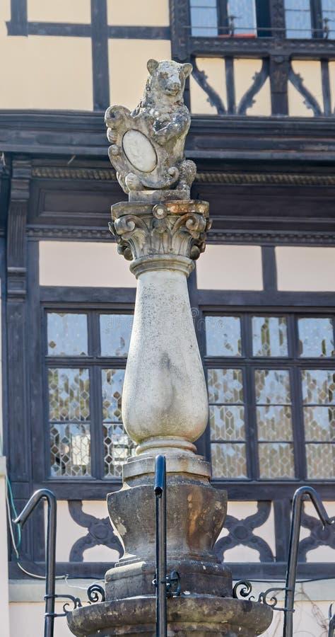 Lleve la estatua, detalle del ámbito de la tierra el castillo Peles, poseer por Regele Mihai (rey Michael) de Rumania imágenes de archivo libres de regalías