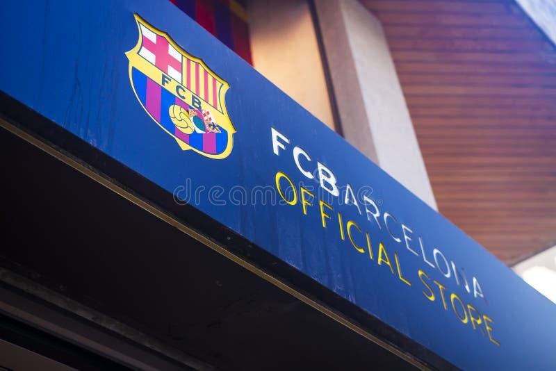 Lloret de Mar Costa Brava, Spanien - august 29, 2018: FotbollklubbaBarcelona officiellt lager Skylt på byggnaden arkivbild