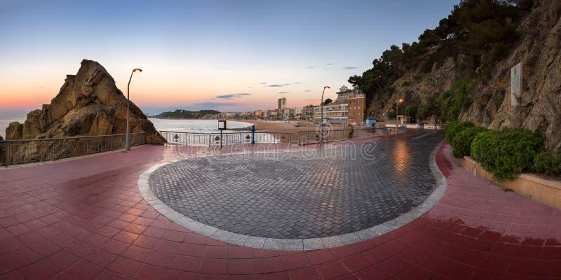 Lloret de Mar sjösida i morgonen, Lloret de Mar, Catalonia, arkivfoto