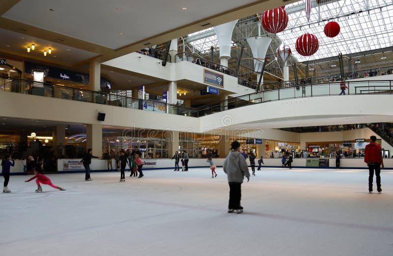 Lloyd Center-het schaatsen piste Portland, OF - 26 December, 2014 royalty-vrije stock fotografie