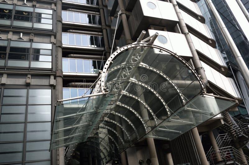 Lloyds van de ingang van Londen stock afbeeldingen