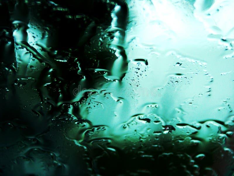 Llueva las gotas en una ventana fotos de archivo libres de regalías