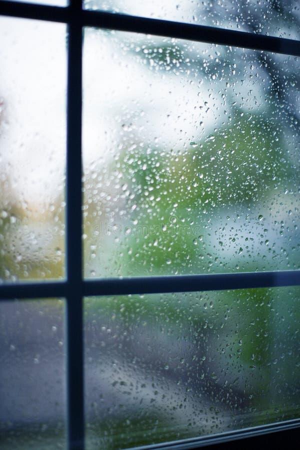 Lluvia en ventana fotografía de archivo libre de regalías