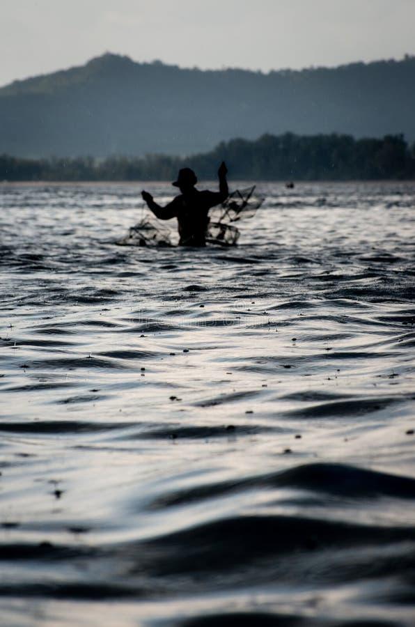 Lluvia y pescador tropicales fotos de archivo libres de regalías