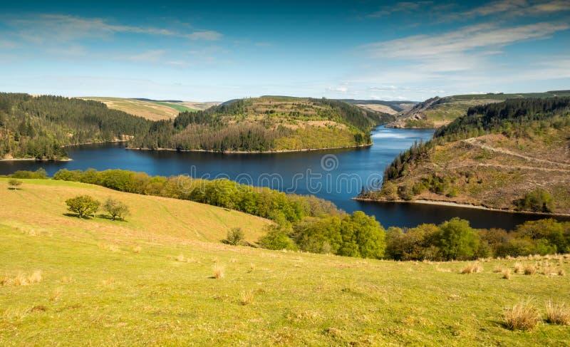 Llyn Brianne-Reservoir in Mittel-Wales lizenzfreie stockfotografie