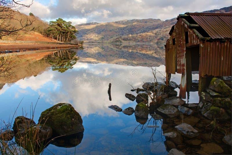 Llyn Gwynant Reflexionen stockbilder