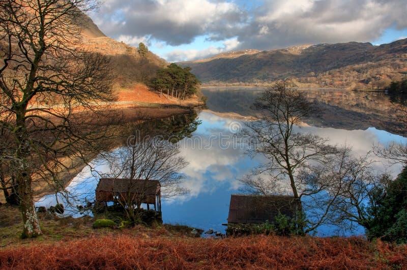 Llyn Gwynant Reflexionen stockfotos