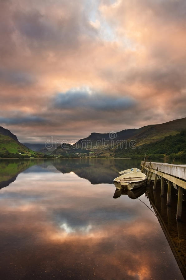 Download Llyn Nantlle At Sunrise Looking Towards Snowdon Stock Image - Image: 26879445
