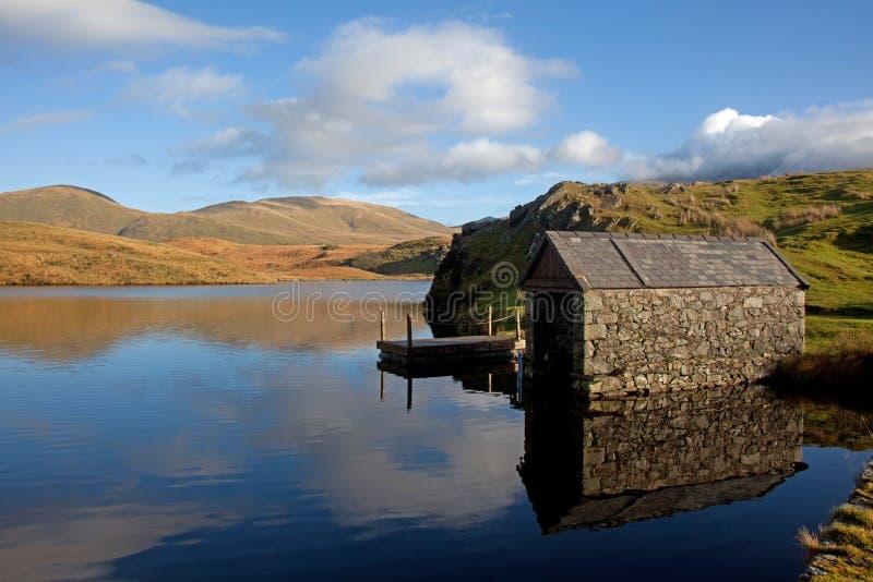 Llyn Y Dywarchen un lago di pesca immagine stock libera da diritti