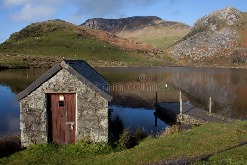 Llyn Y Dywarchen un lago di pesca immagini stock libere da diritti