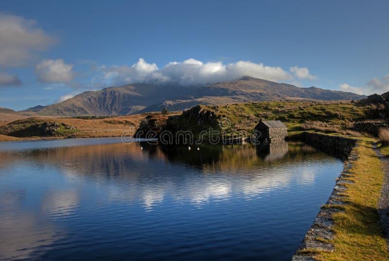 Llyn Y Dywarchen un lago di pesca fotografie stock