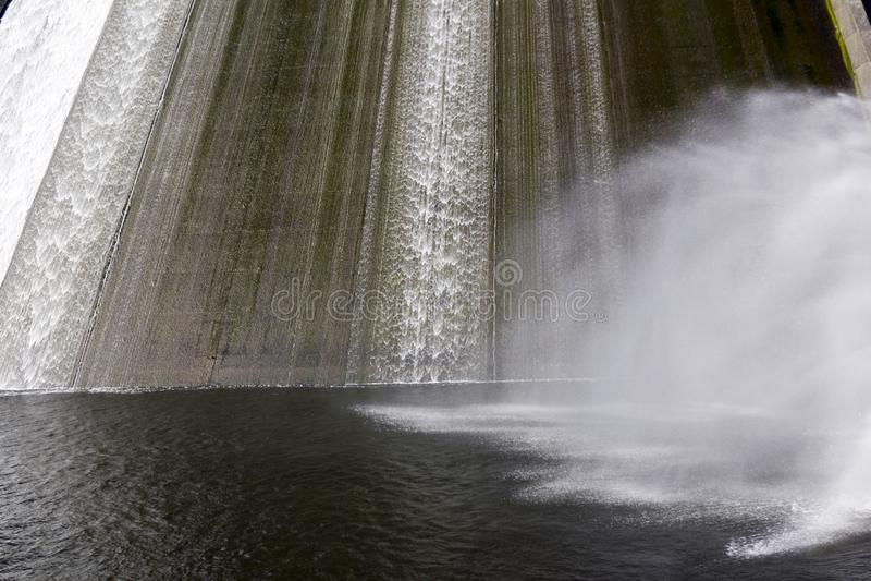 Llys y Fran Reservoir Dam överflöd royaltyfri bild