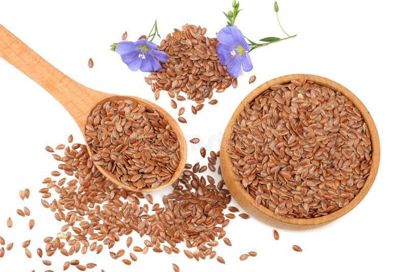 lnów ziarna w drewnianym pucharze z kwiatem odizolowywającym na białym tle flaxseed lub linseed zboża Odgórny widok obrazy stock