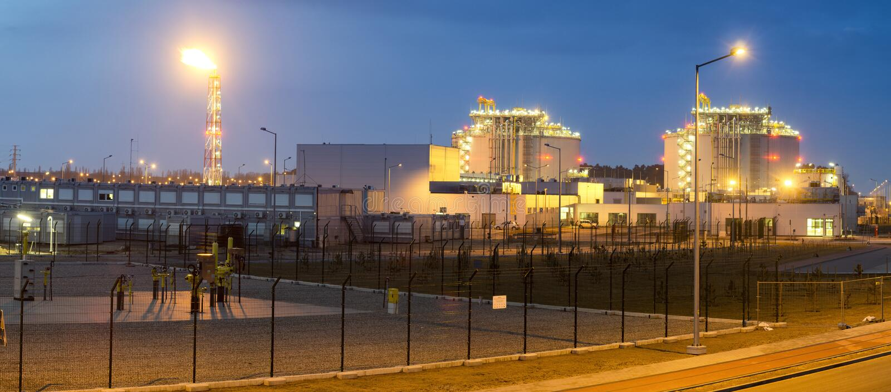 LNG τελικές σύνθετες εγκαταστάσεις για τη μετάδοση και την αποθήκευση lng αερίου στοκ φωτογραφία με δικαίωμα ελεύθερης χρήσης