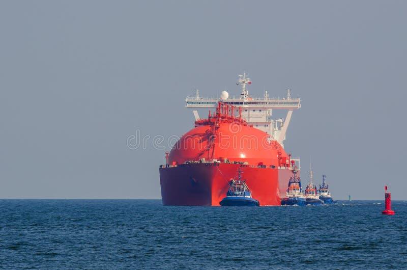LNG-TANKER IN MEER lizenzfreie stockbilder