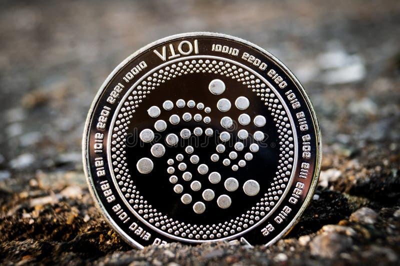 Lo iota ? un modo moderno dello scambio e questa valuta cripto ? mezzi di pagamento convenienti nel finanziario fotografie stock libere da diritti