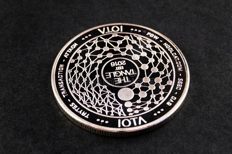 Lo iota ? un modo moderno dello scambio e questa valuta cripto ? mezzi di pagamento convenienti nel finanziario fotografie stock