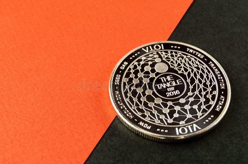 Lo iota ? un modo moderno dello scambio e questa valuta cripto ? mezzi di pagamento convenienti nel finanziario immagini stock libere da diritti