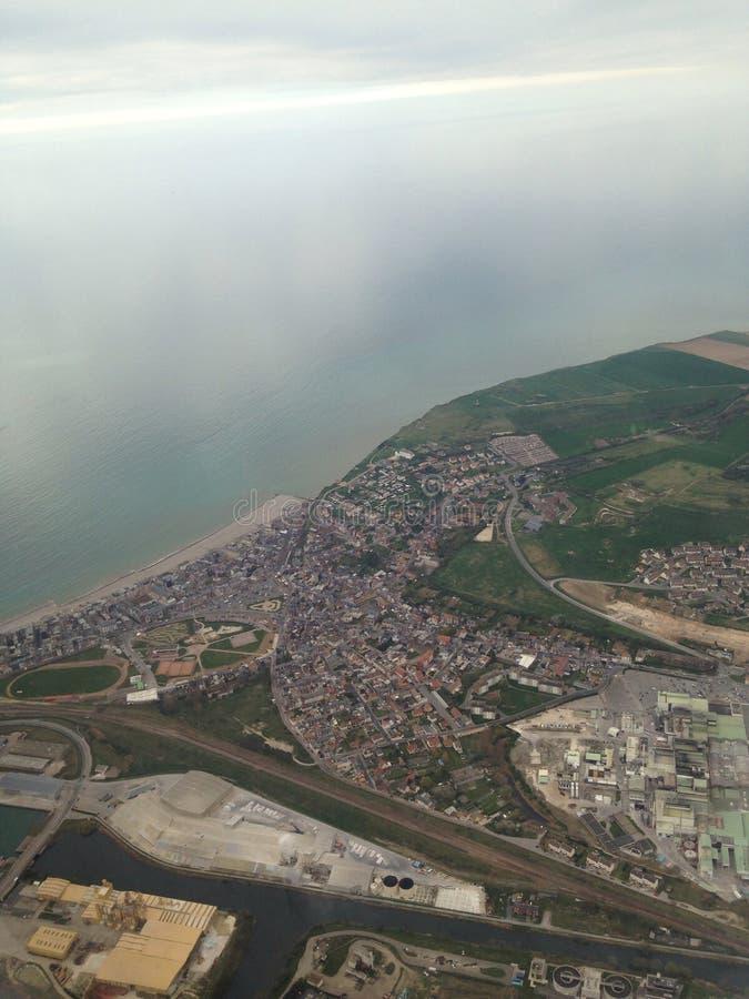 A lo largo de la costa costa entre Francia e Inglaterra (Reino Unido) fotos de archivo libres de regalías