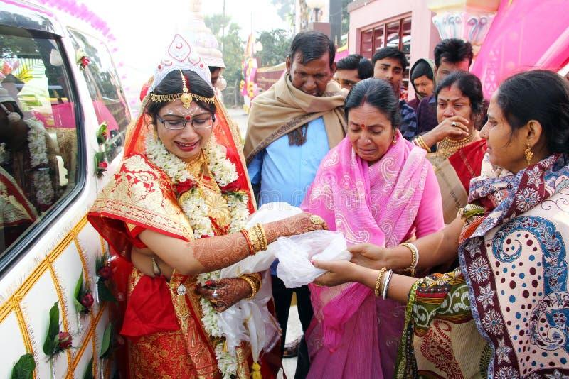 Lo mancher? I rituali tradizionali di nozze del bengalese abbastanza significativi ed interessanti immagine stock libera da diritti