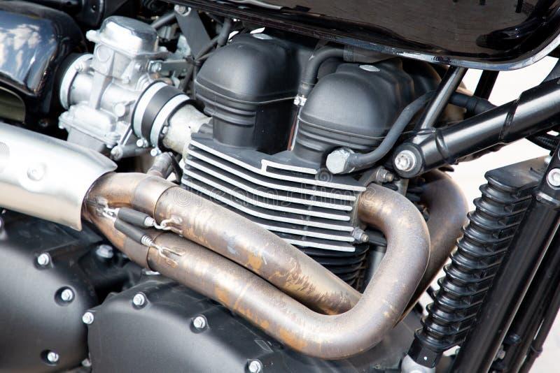 Lo scarico del motore del motociclo convoglia la motocicletta d'annata del motore del fondo fotografia stock libera da diritti