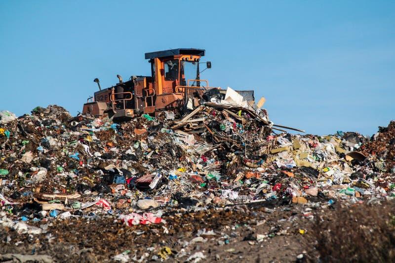 Lo scarico ed il bulldozer fotografia stock libera da diritti