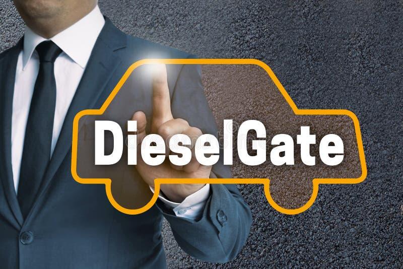 Lo schermo attivabile al tatto automatico di DieselGate è azionato dal concetto dell'uomo d'affari immagini stock