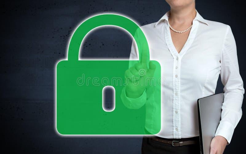 lo schermo attivabile al tatto della U-serratura è indicato dalla donna di affari immagini stock libere da diritti