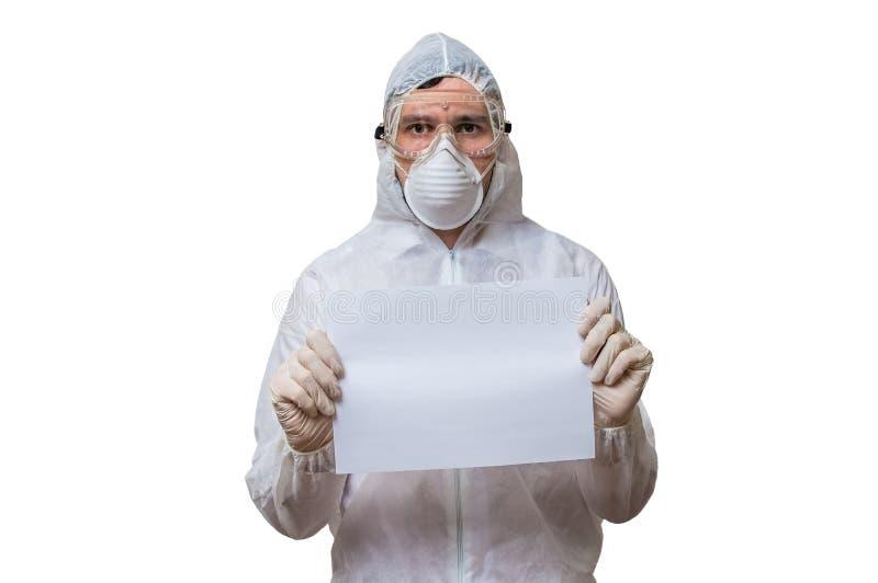 Lo scienziato in tute è carta in bianco delle tenute per testo su ordinazione fotografie stock
