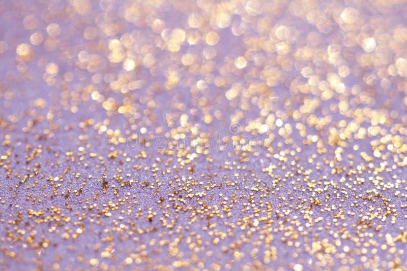 Lo scintillio dorato scintilla priorità bassa della polvere fotografie stock libere da diritti