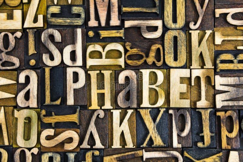 Lo scritto tipografico dell'alfabeto blocca il legno immagine stock libera da diritti