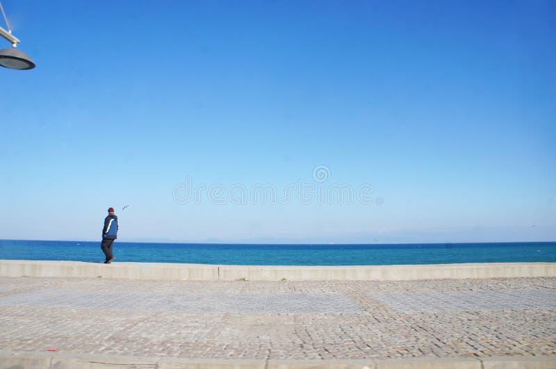 Lo snapshot1 della gente accanto alla spiaggia immagine stock libera da diritti