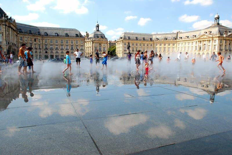 Lo specchio dell'acqua del Bordeaux in Francia fotografie stock libere da diritti