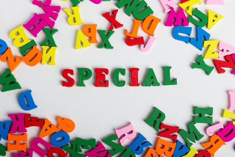 Lo speciale di parola dalle lettere di legno variopinte fotografia stock libera da diritti